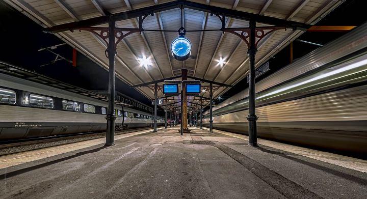 Esbjerg banegård hvor et dsb tog kører
