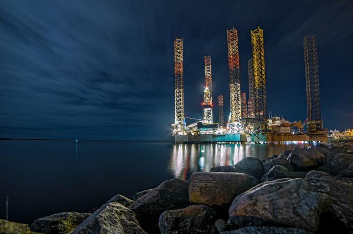 Mærsk Giant sammen med hotelriggen i Esbjerg havn