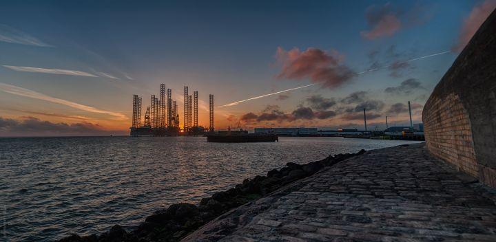 Mærsk rigge i Solnedgang