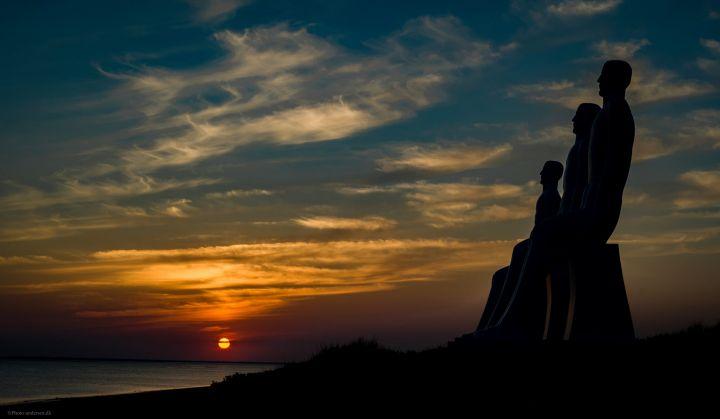 Mennesket ved havet i solnedgang-min