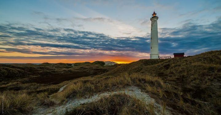 Nr. Lyngvig Fyr i solnedgang