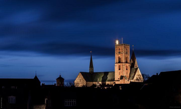 Ribe Domkirke i mørke ved juletid