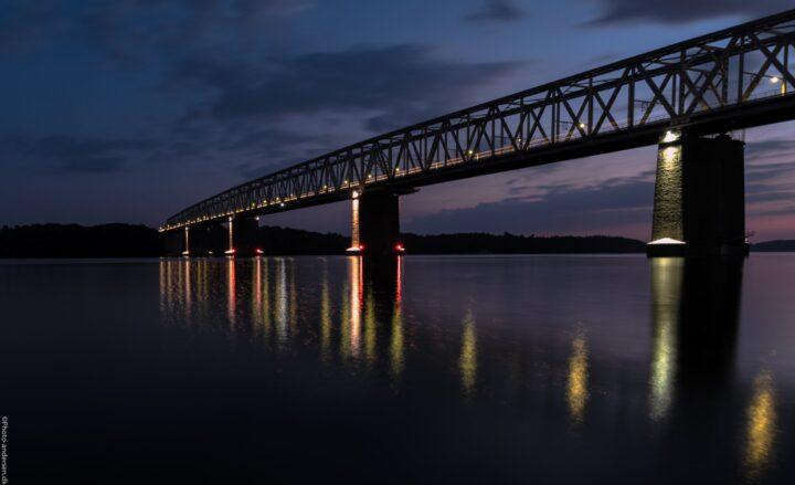 Den gamle lillebæltsbro i den blå time