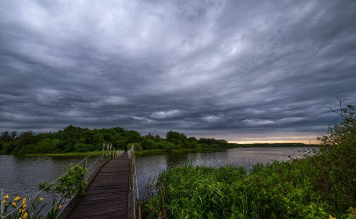Karlsgårde sø ved broen mod øen