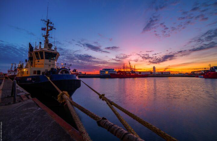 Sigyn slæbebåden i solnedgang