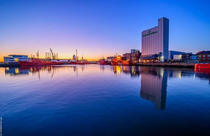 Valsemøllen er en kornsilo ved Esbjerg havn, Den hørte sammen med den tidligere DLG silo, som brændte fra den 5-11-98 og blev slukket 9 måneder efter.