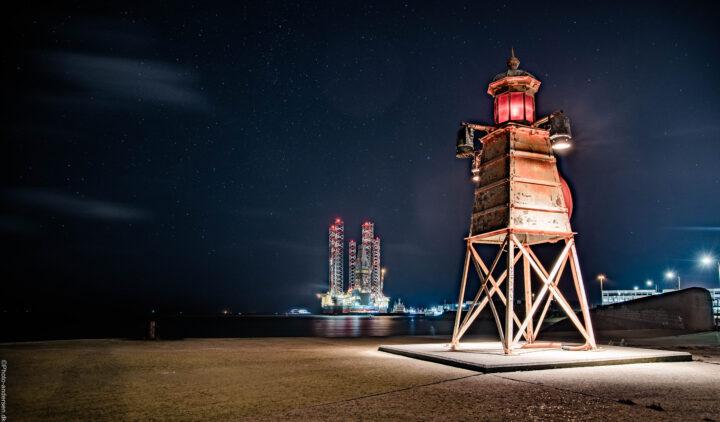 fyrtårn i stjernerus ved indsejlingen ved fiskerihavnen i Esbjerg havn