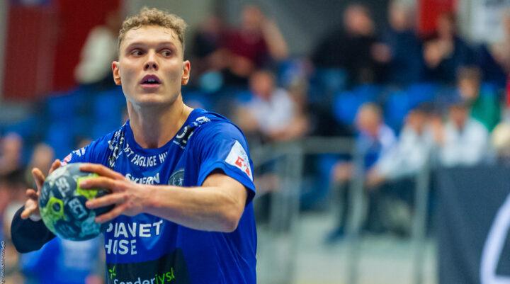 Nicolai Pedersen tager straffekast imod Skjern Håndbold.