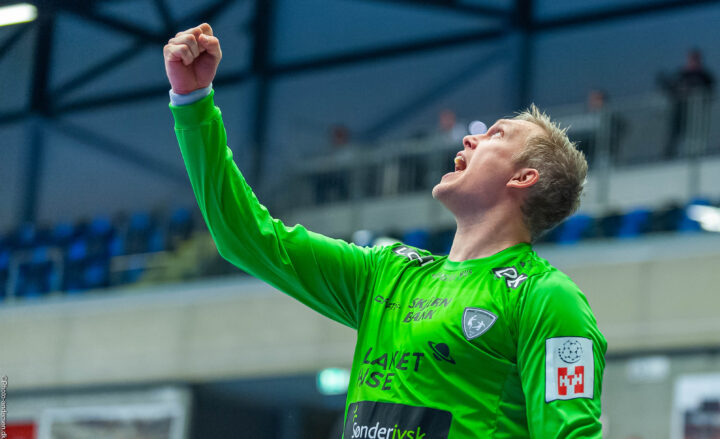 René Villadsen fra Ribe Esbjerg HH jubler efter en redning i Blue Water Dokken