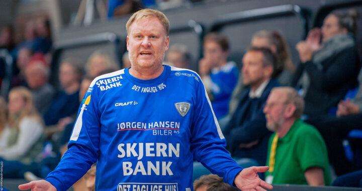 Kristian Kristensen træner fra Ribe Esbjerg HH er meget utilfreds med dommerens dom i kampen mod Bjerringbro Silkeborg Håndbold